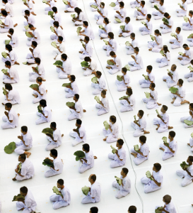 044_Mass-Meditation